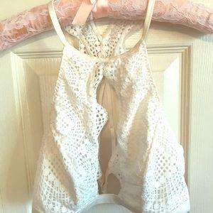 Cream deep-scoop lace bralette